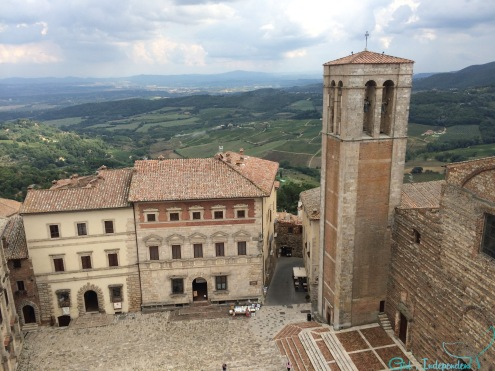 Montepulciano Piazza view