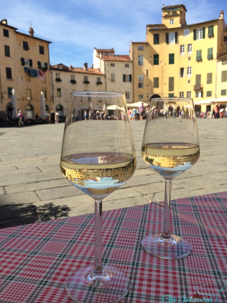 Prosecco in the Piazza dell Anfiteatro